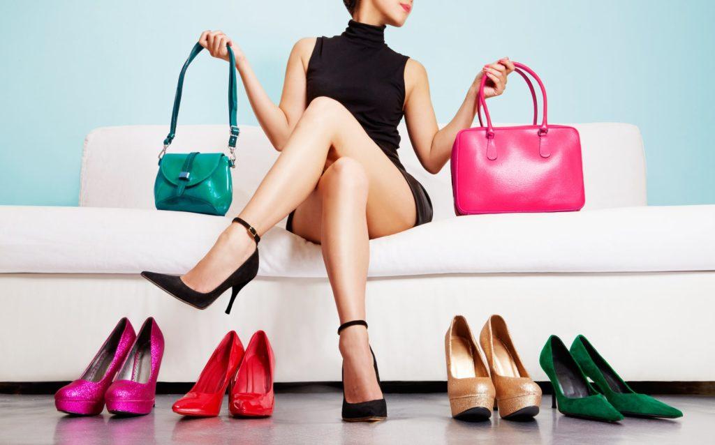 Consejos para combinar zapatos y bolso para boda