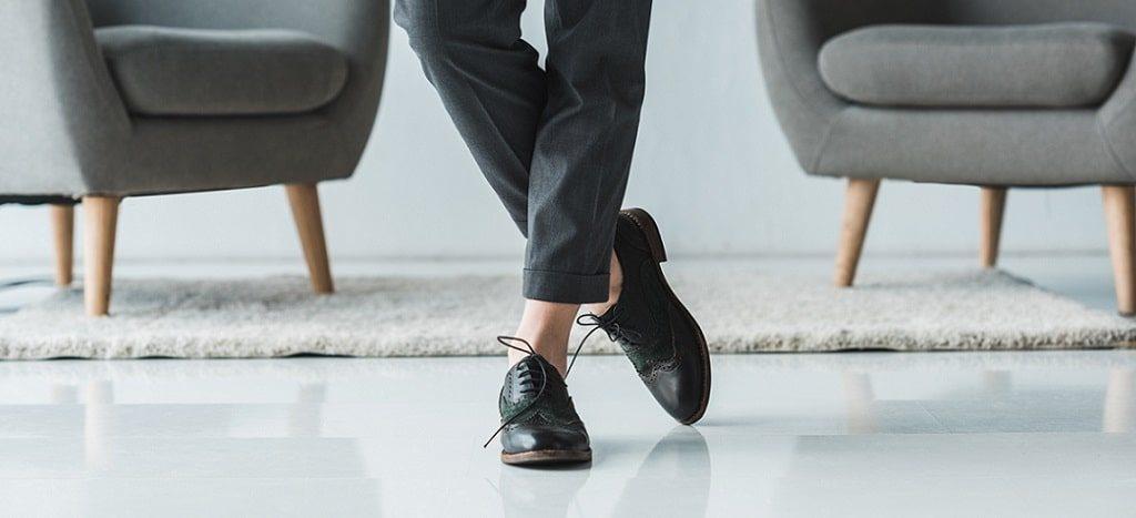 Looks femeninos con zapatos Oxford imagen